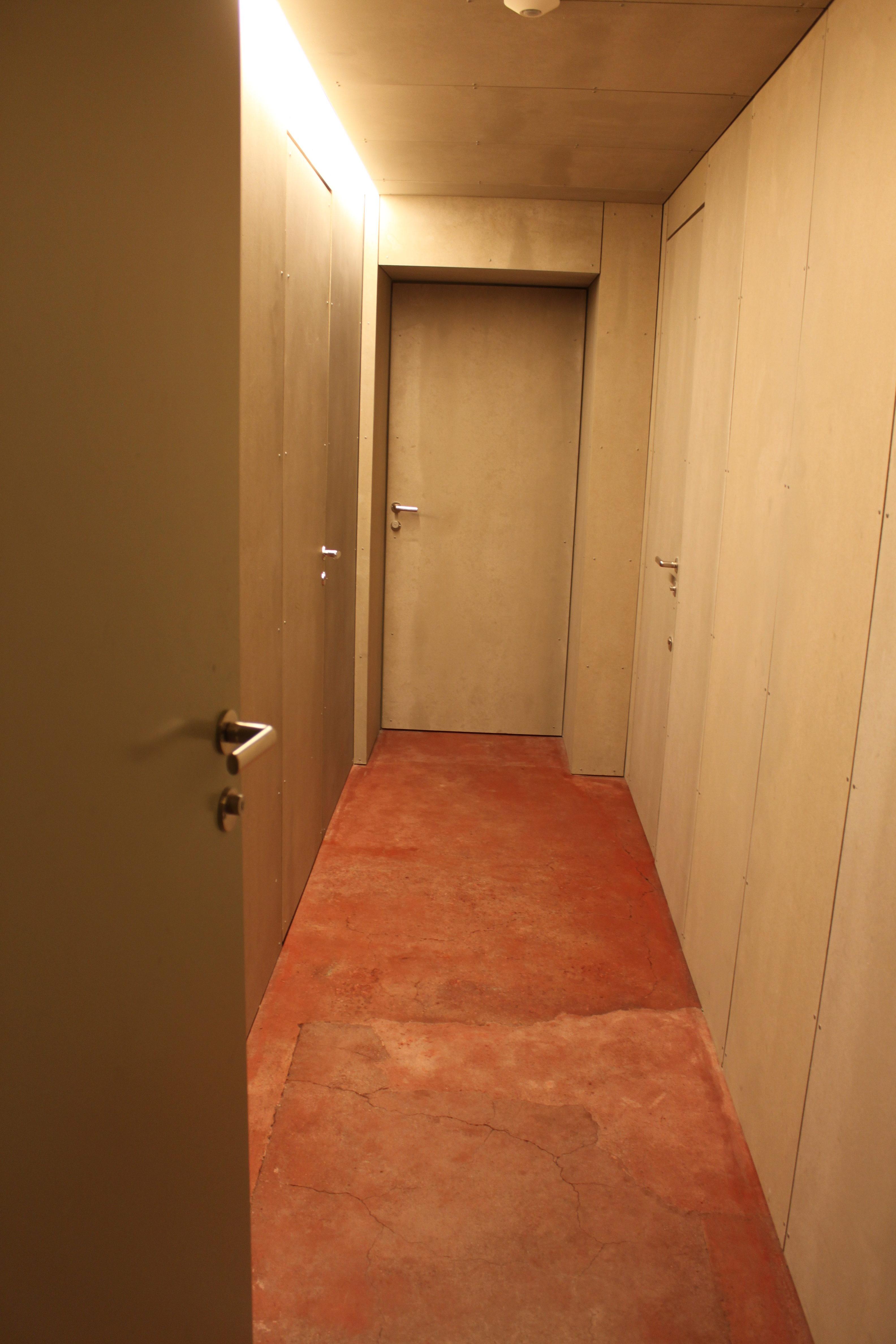 Durchgang zu den Toiletten / Teil Stadt Aarau